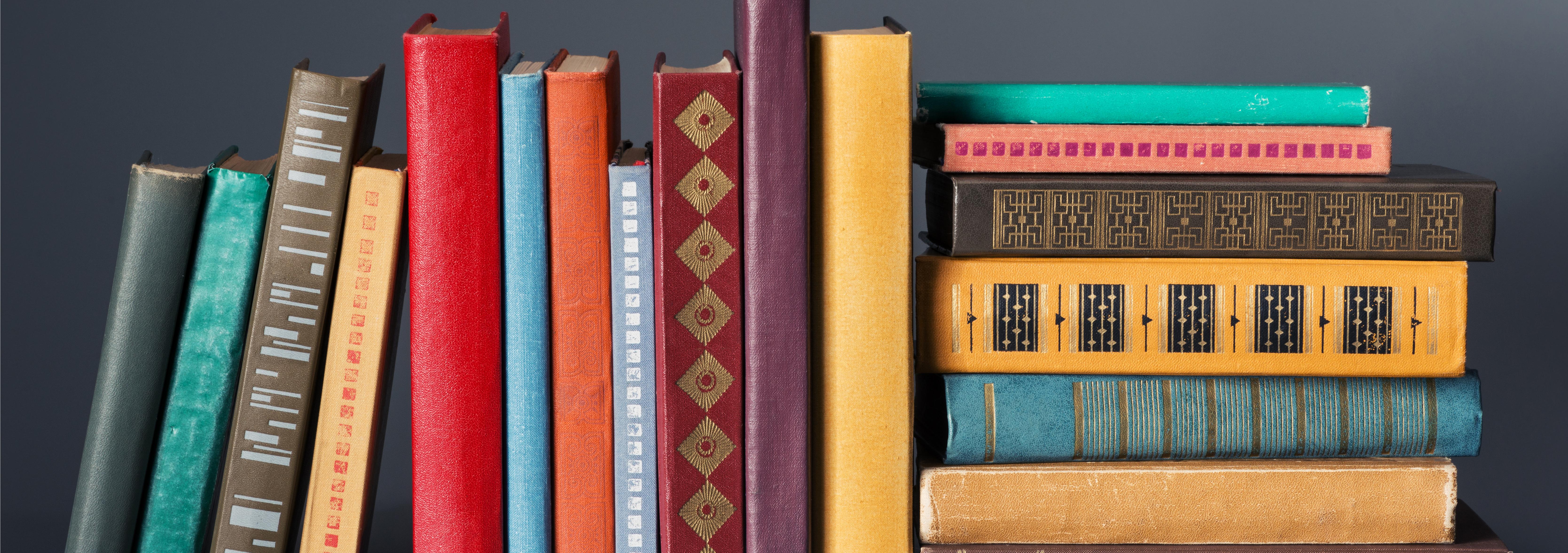 5 Brilliant Ways To Organize Your Bookshelf